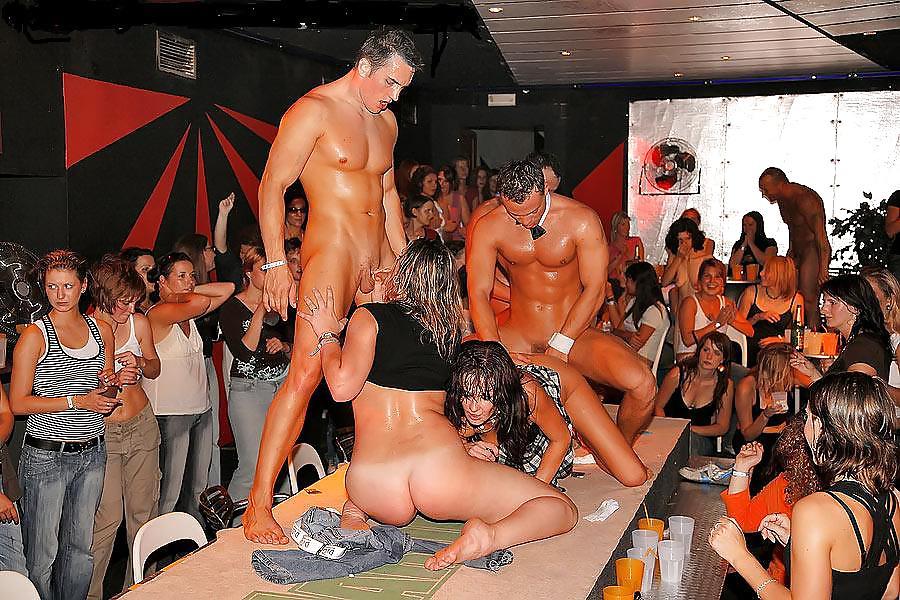 striptiz-shou-na-devichnike-porno-porno-razvratnaya-zhizn-korolev
