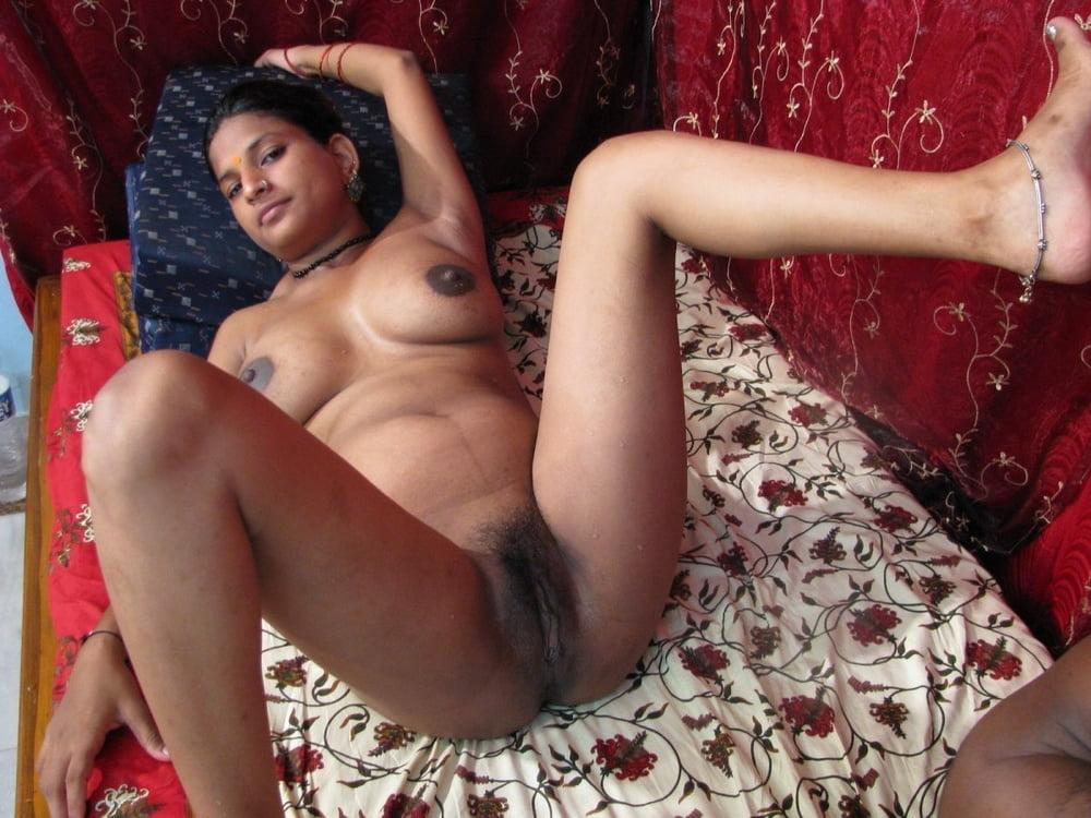INDIAN FEMALE NUDE - 64 Pics