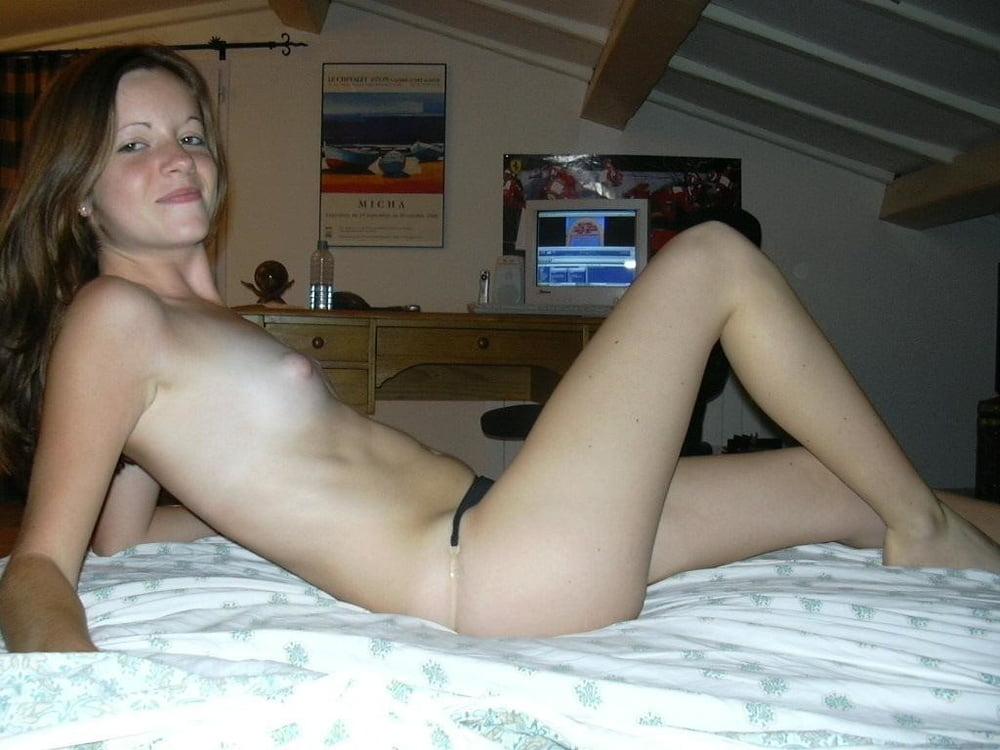 Sexy naked skinny girls