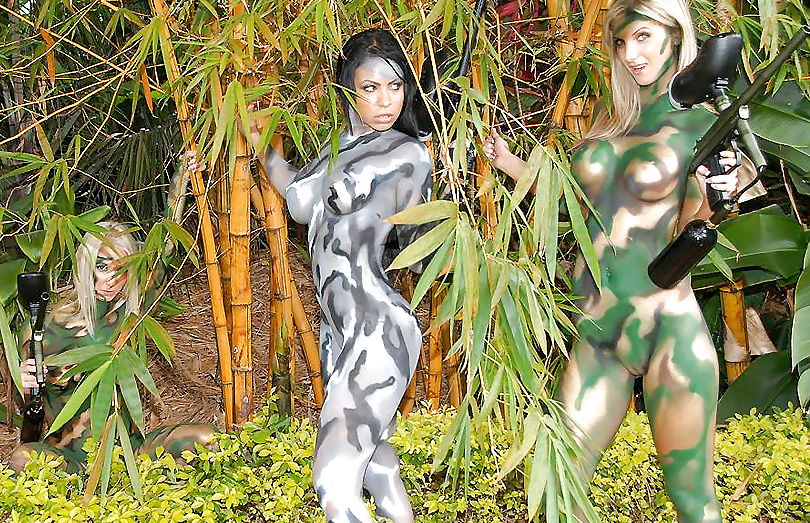 Nude camo babes — pic 12
