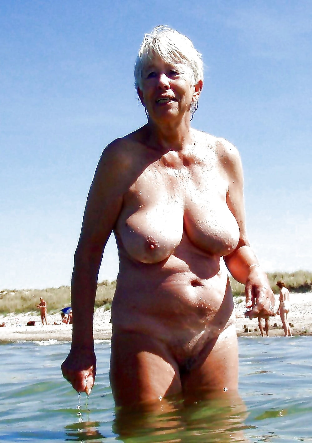 грубо пожилая на пляже эротика фото раздумывая, ударила