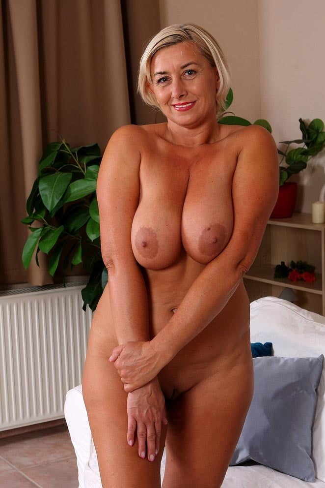 Sexy naked busty old women — photo 9