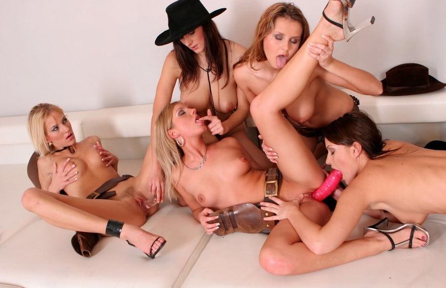 Парни жесткий лесбийский секс много девок на одну пьяная жена русские