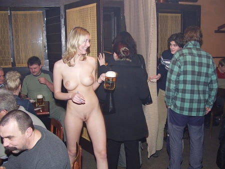 Bedienung Nackt