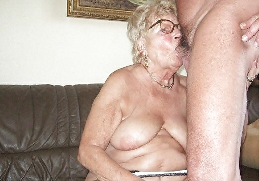 Hot older women having sex-8100