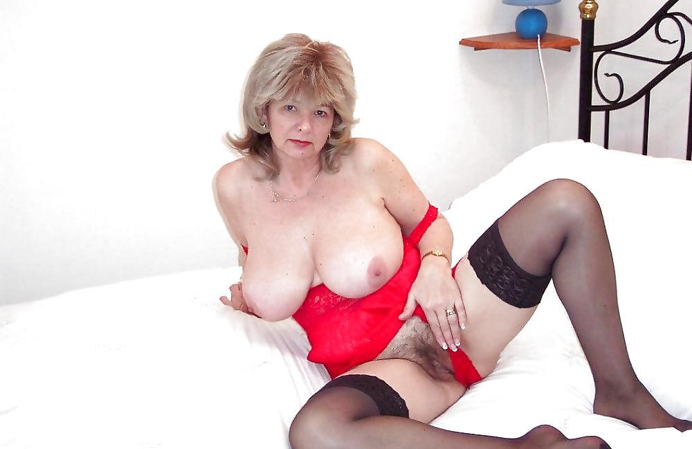 Фото матуре устроила, порно видеоролики в массажном кабинете