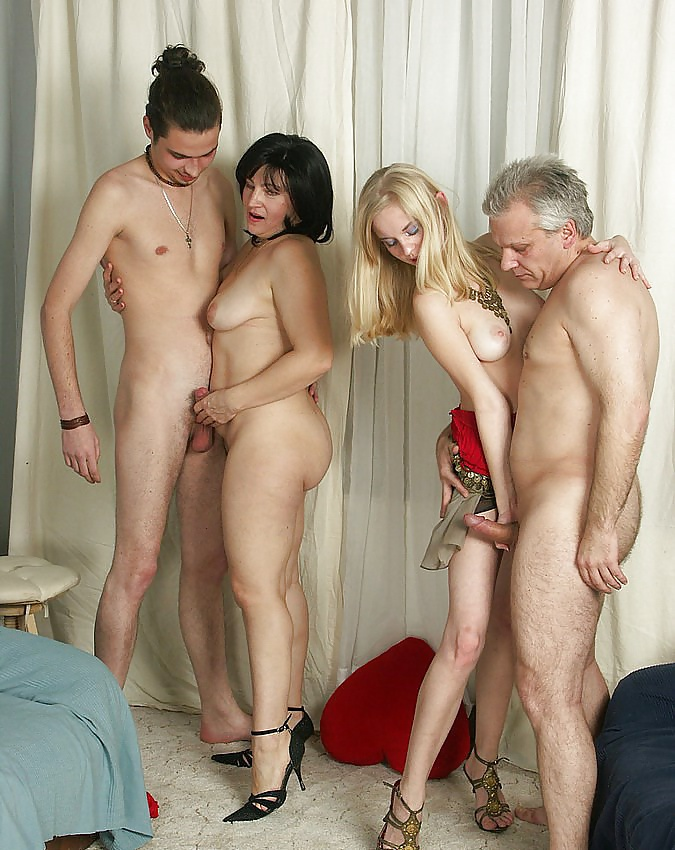 babes-family-group-sex-pics-black-and-latina