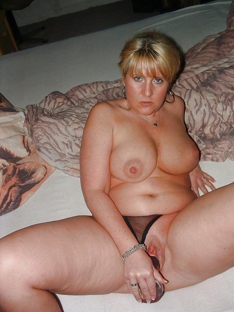 A women masturbating