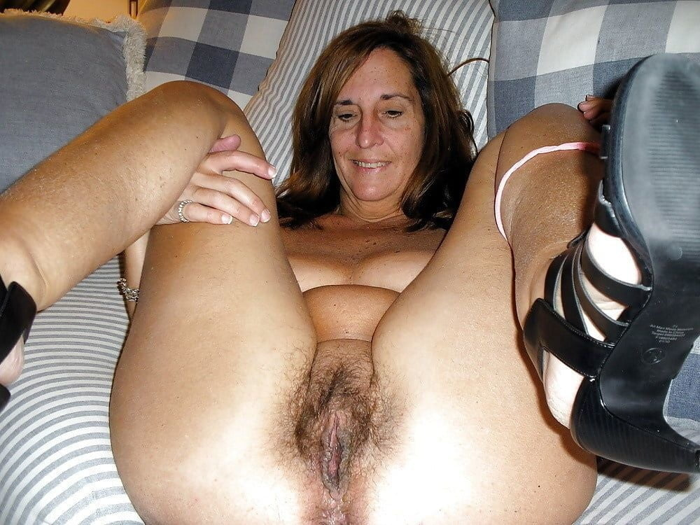 Hot british mom playing with her hairy pussy