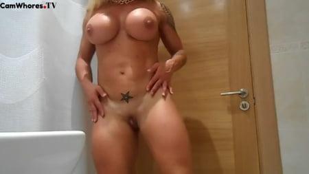 Victoria Lomba Nude