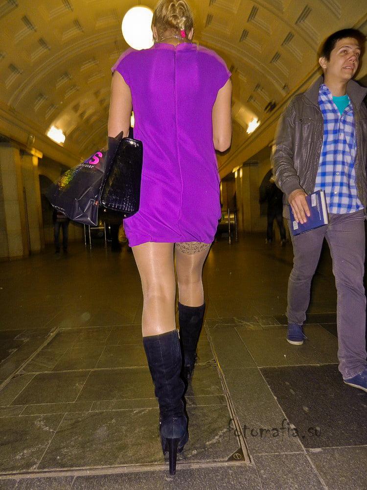русские женщины мини-юбки видео в метро - 1
