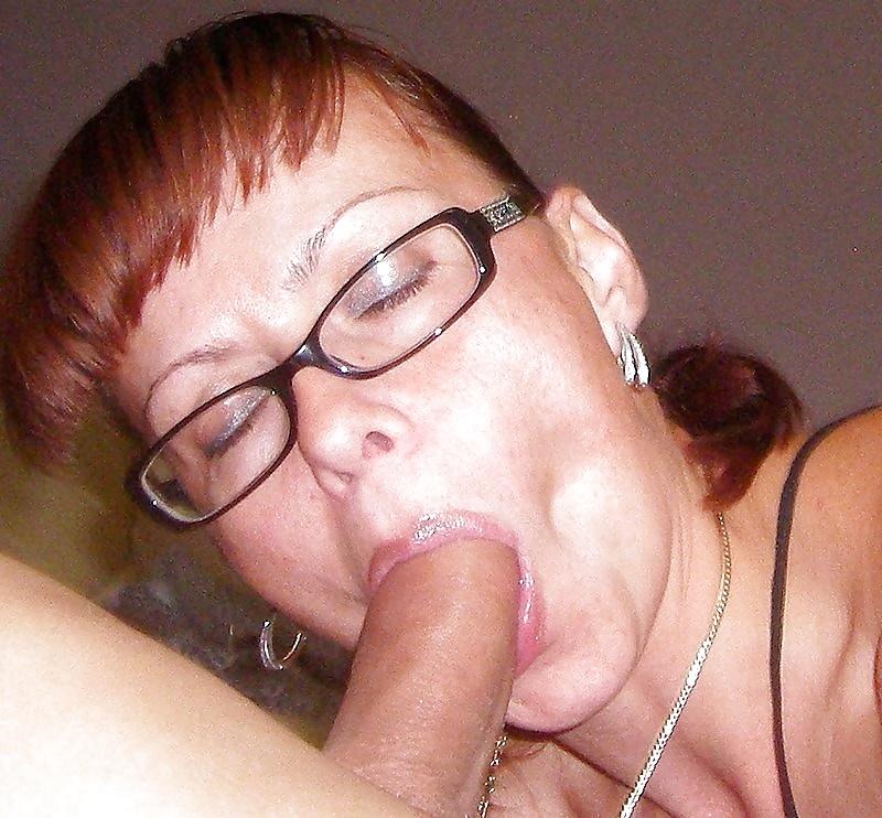 Женщины в темных очках порно фото, порно онлайн зрелые женщины с силиконовыми сиськами