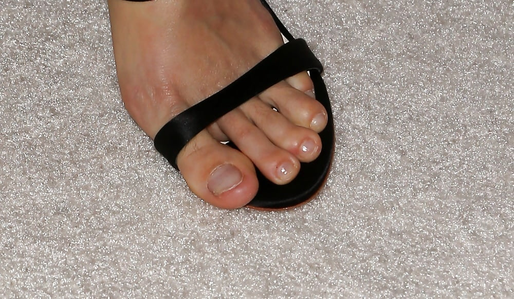 Nude girls toes