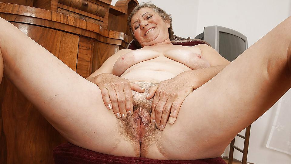 Elderly old grandma sloppy wet pussy