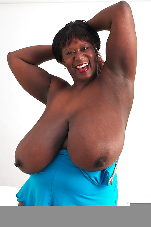 Ebony granny rubbing porn pics
