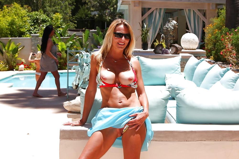 Hot blonde bikini babes
