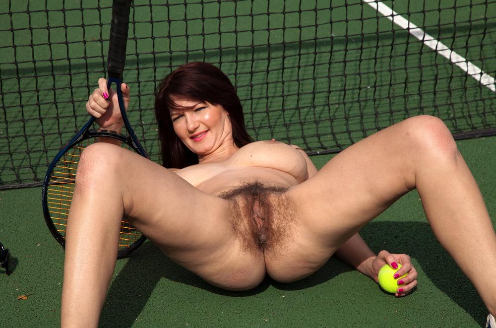 Milf tennis pussy — photo 8