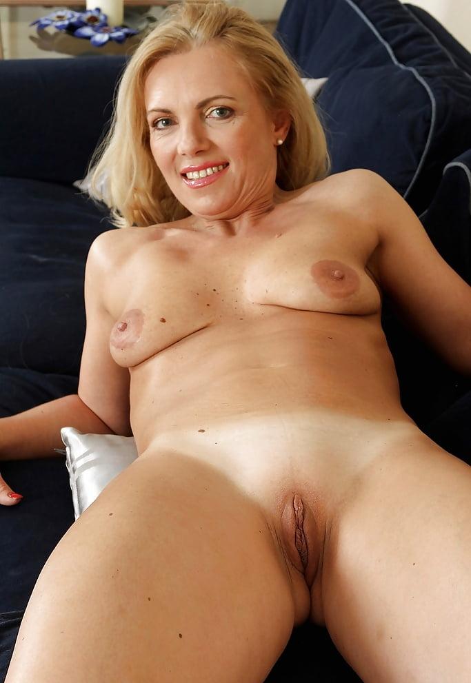 britney-bald-pussy-pics-jamie-sax-nude