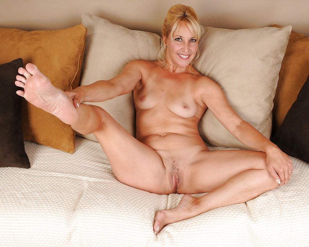 Flexible sexy older women, amatuer cowgirl fuck