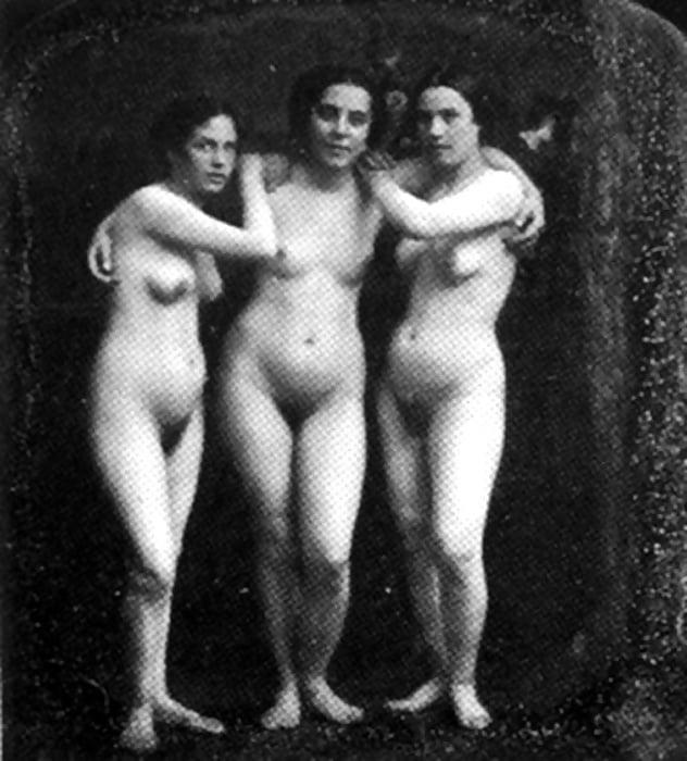 голые женщины в старину фото материалов сайта