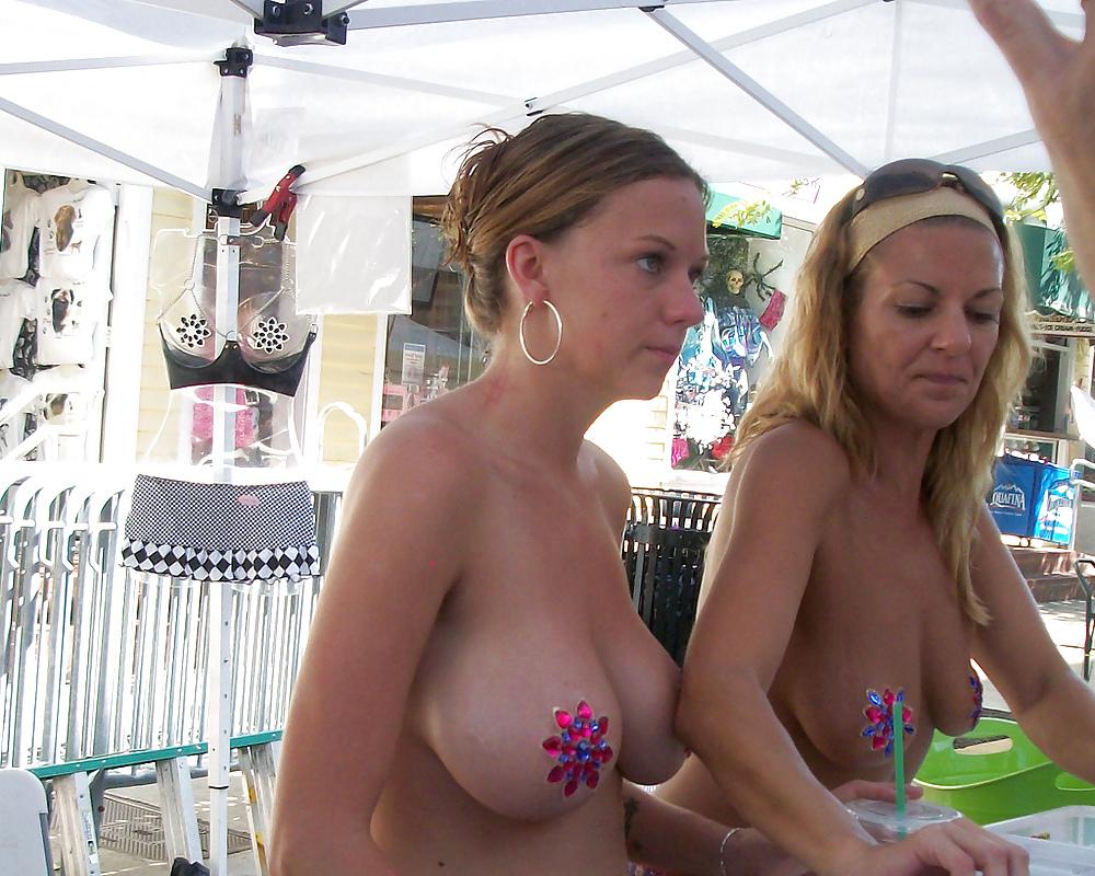 Naughty hentai bikini girls hot cartoon porn pics