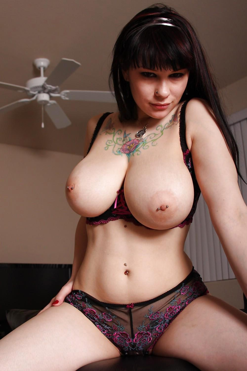 nude-big-boobe-goth-women-extremely-young-pussy-up-close
