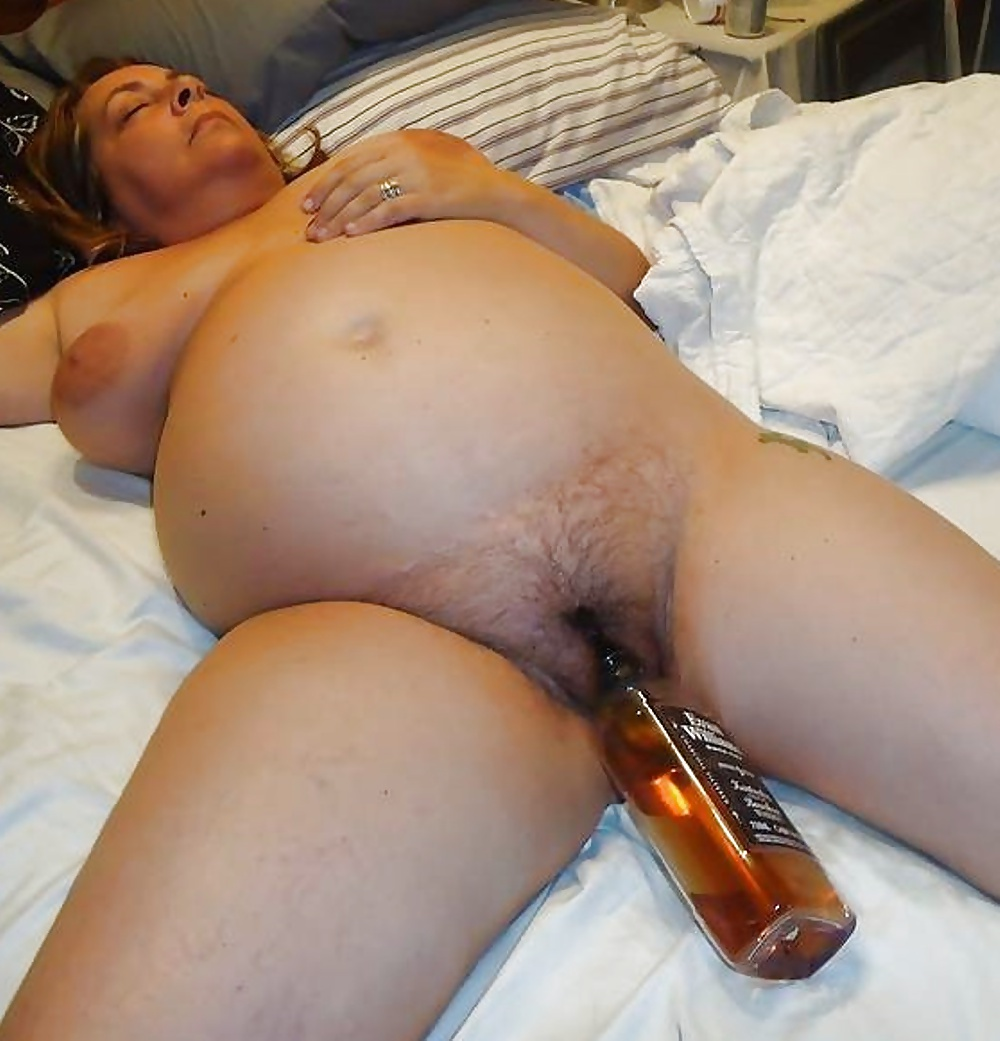 Pregnant camgirl with wrecked pussy, peehole insertion