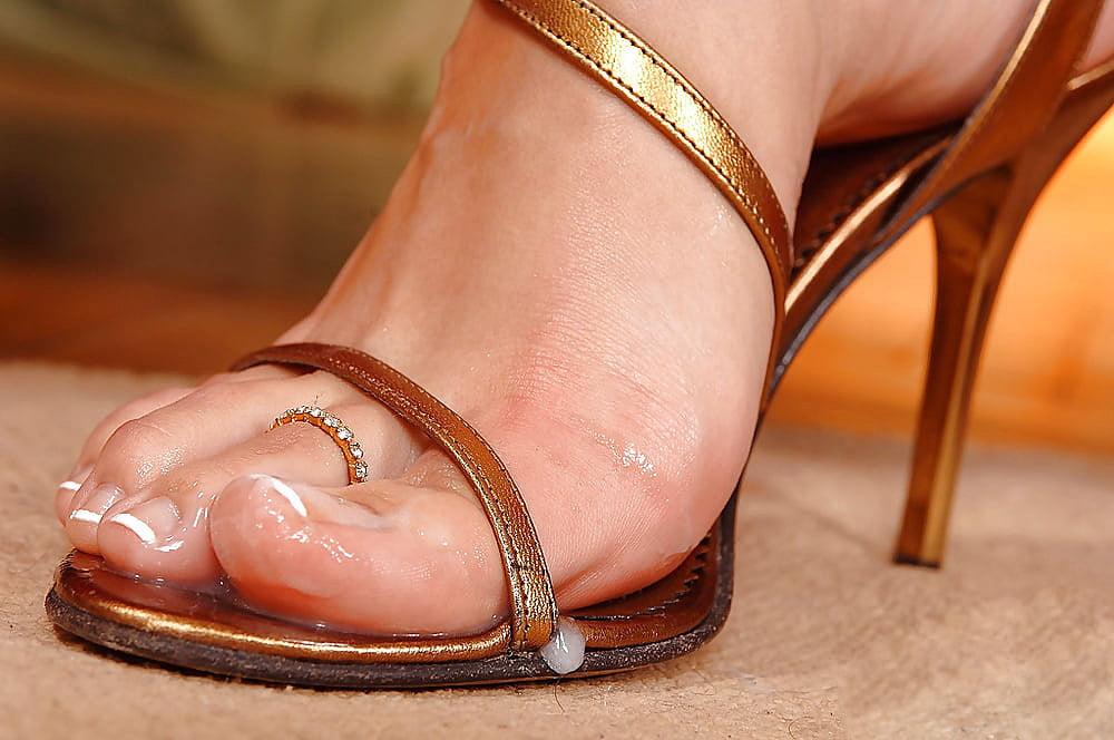 Hot girls in flip flops pussy