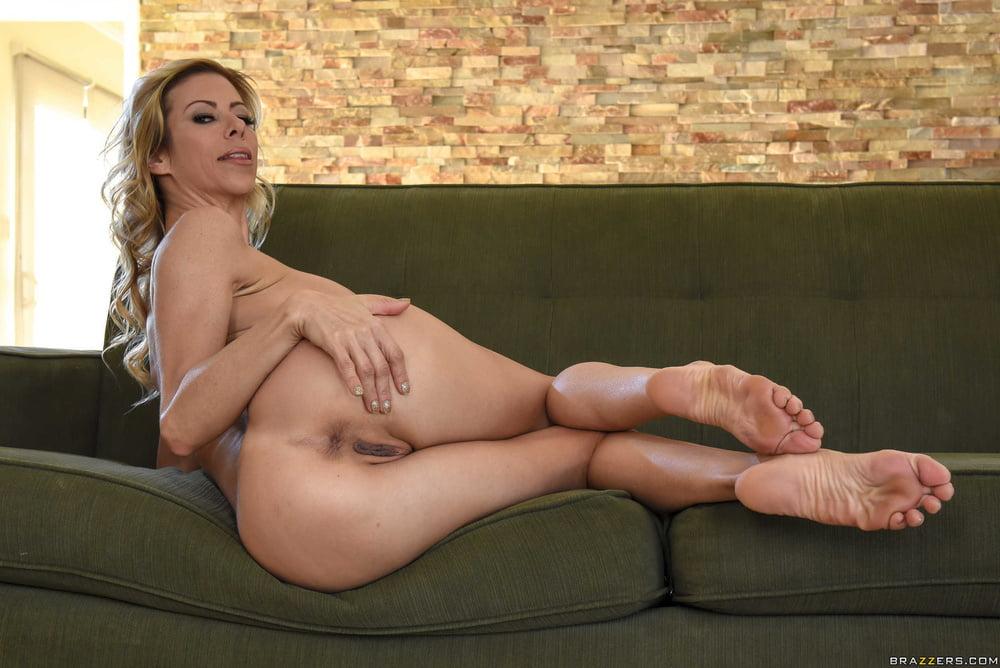 Alexis Fawx 2