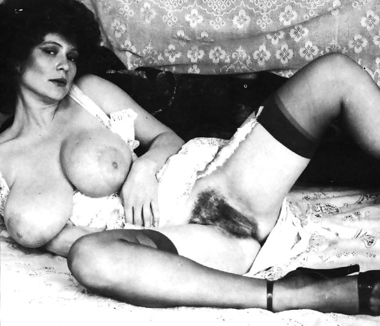 Женщина без трусов ретро видео, черные негры в презиках гандонах ебут трахают белых