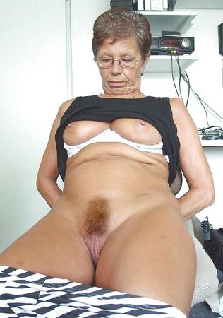 Offene fotze omas Sexy Großmutter