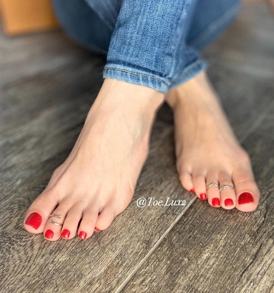 Sexy Foot Queen (feet, toes, barefoot, Flip Flops)