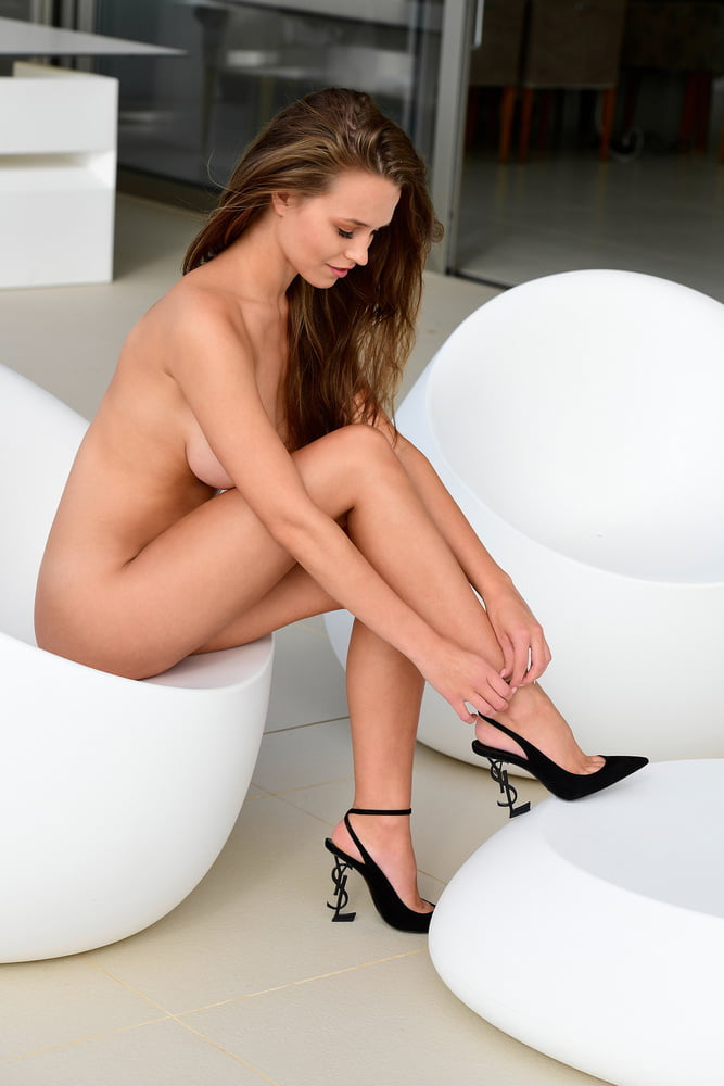 See And Save As Laura Mueller Im Playboy Porn Pict Xhams Gesek Info