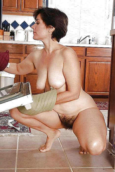 Волосатая пизда на кухонном столе фото — img 3