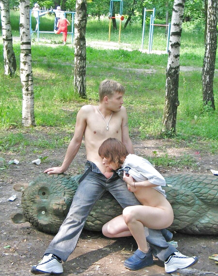 Миньеты в парке больших жопами без