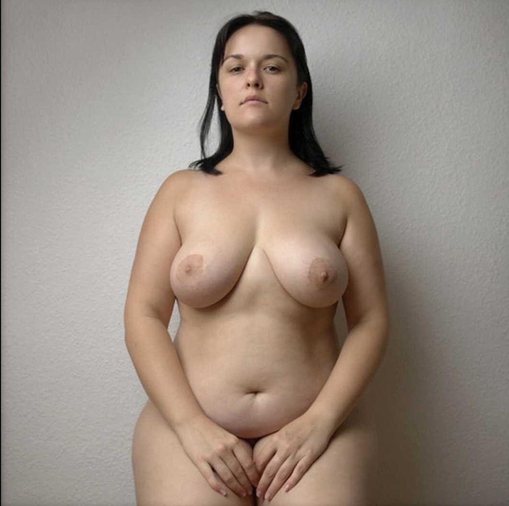 полноватые голые девушки фотографии