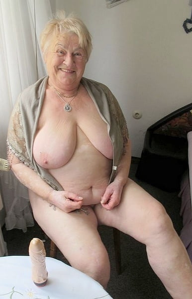 Amateure Oma College Blowjob