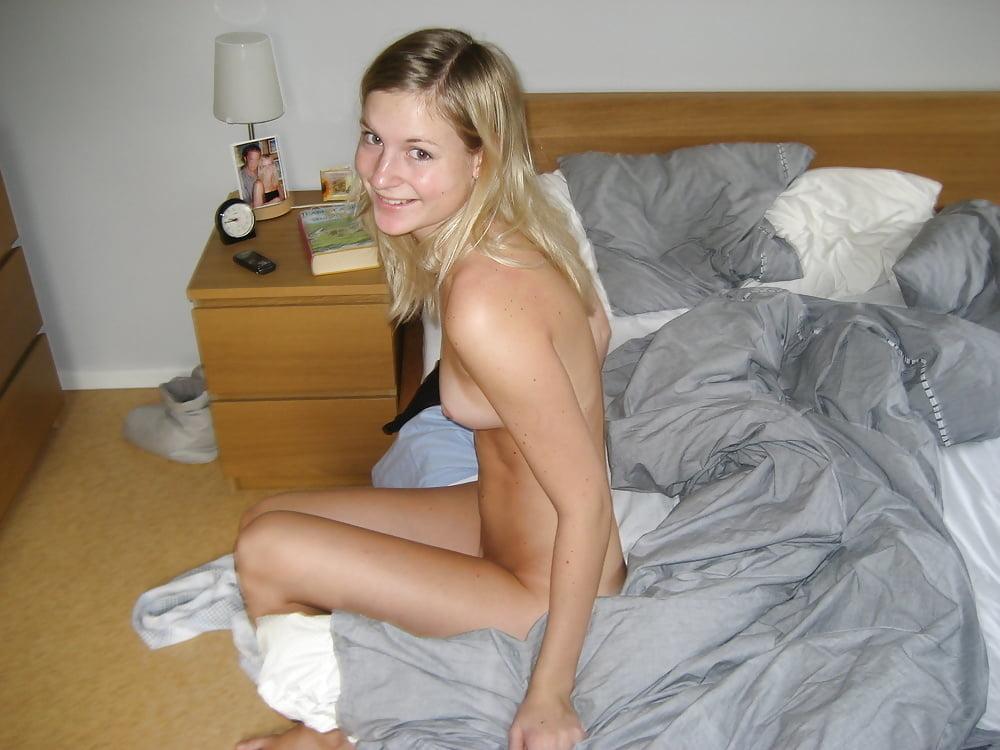 Teenage Breast Girls Camgirl Posing And Smoking On Homemade 1