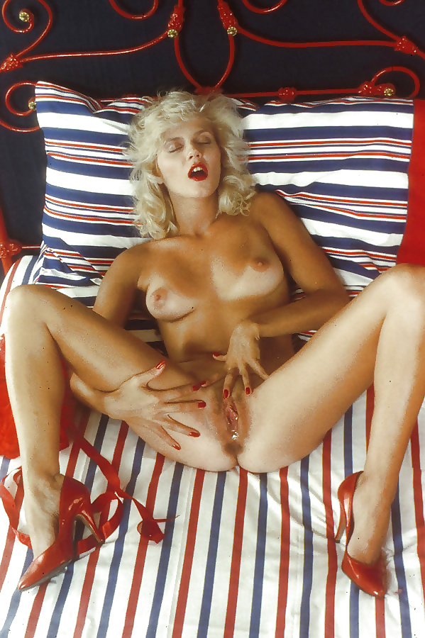 hot-young-ginger-lynn-nude-solo