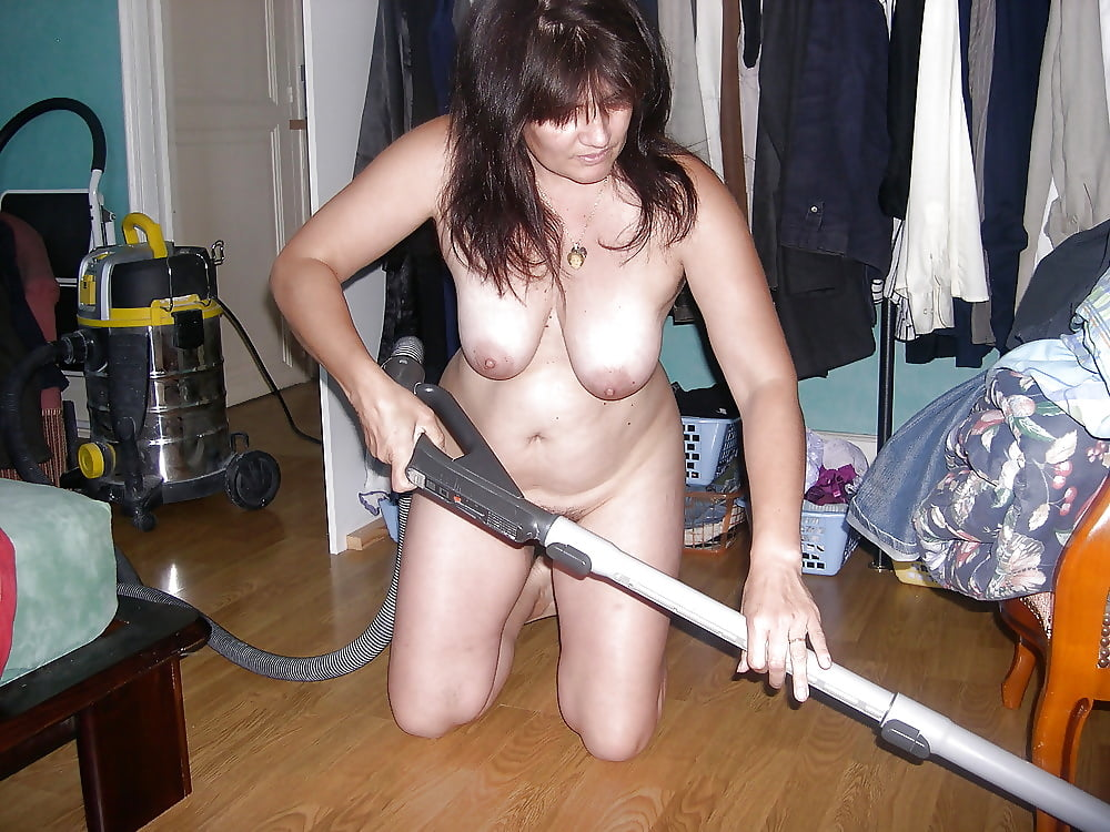 Wife cleaning nude-1077