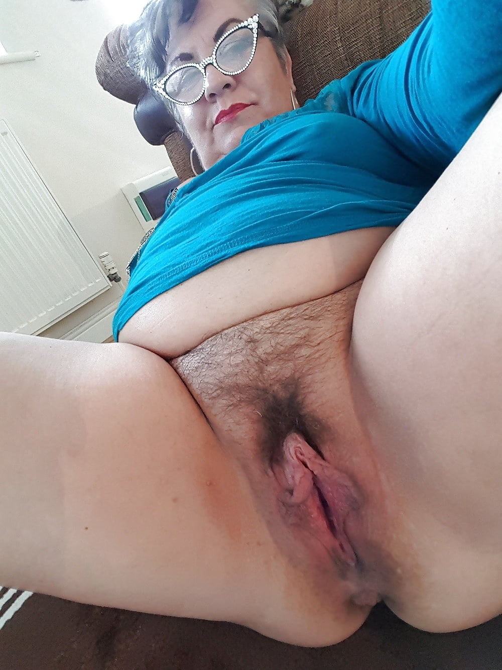 Milf cunt selfies, buxom woman wearing boots