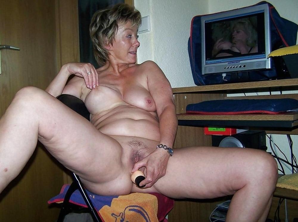 Granny Dildo Porn Pics