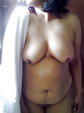 desi girl shamna towel after bath