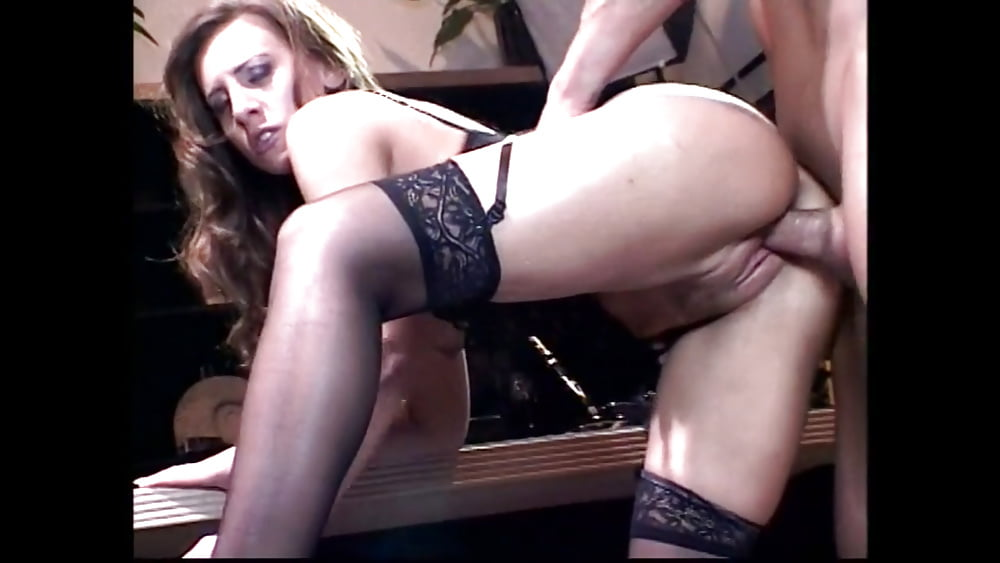 Julie robbins takes it inside her ass