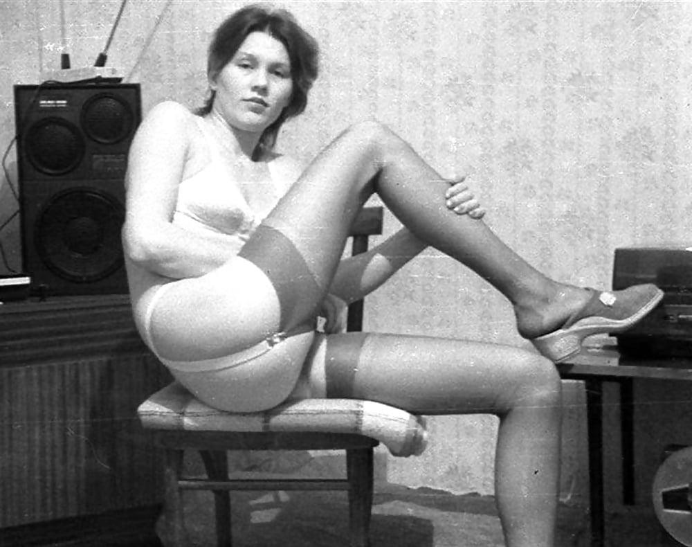 otdalas-porno-sovetskoe-retro-sovetskie-chulki-porno-foto