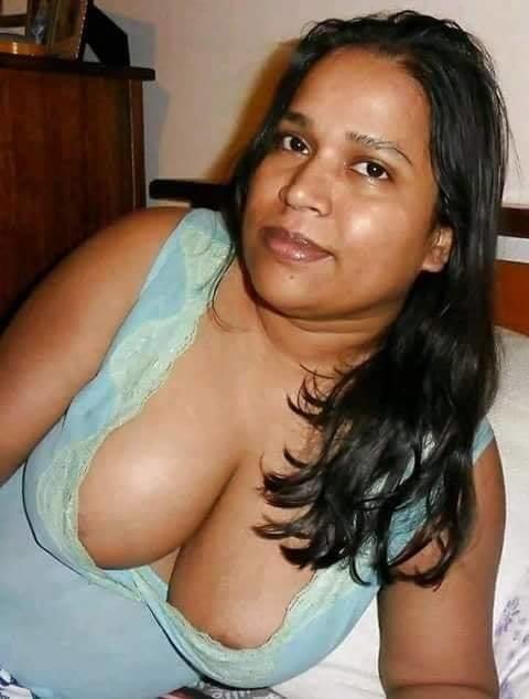 Sri Lankan Spa Beauty Gave Awesome Handjob