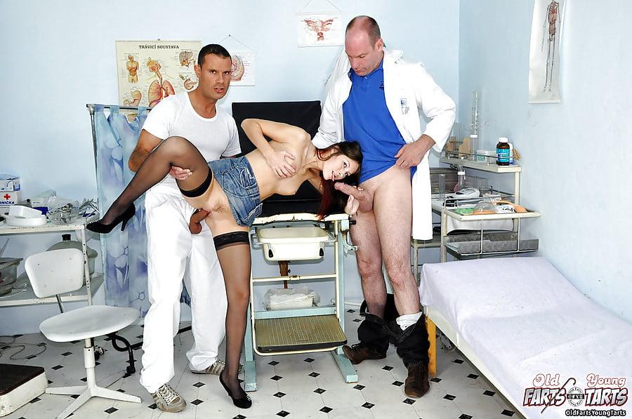 vrach-ebet-patsientku-v-anal-smotret-porno