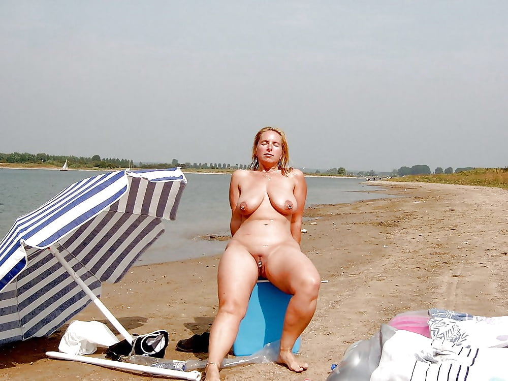 chubby-mom-at-beach-nude