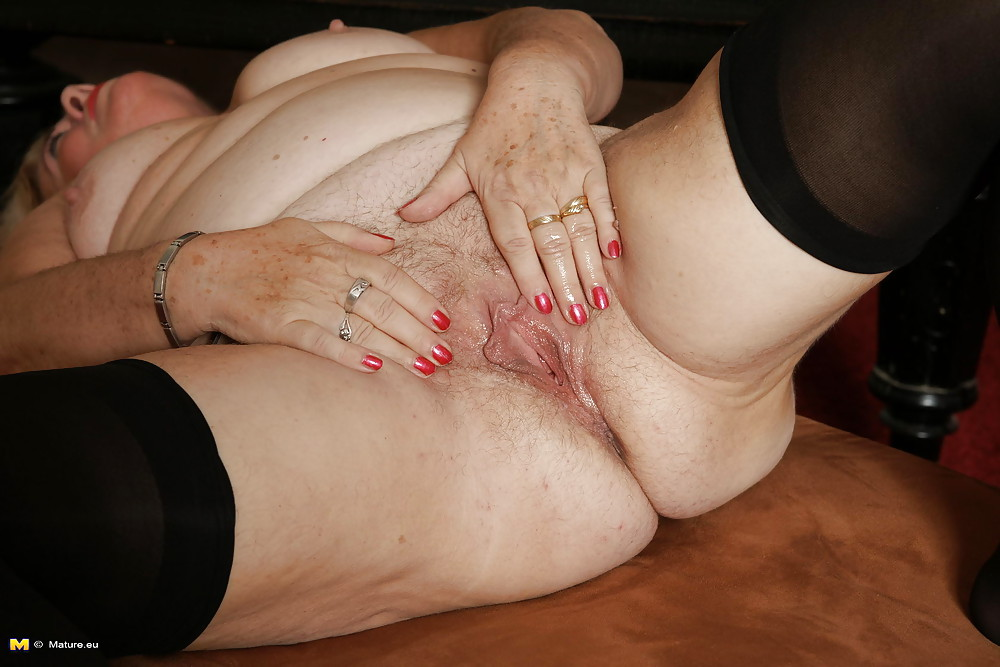 Жопы ролики старых женщин мастурбации девушку