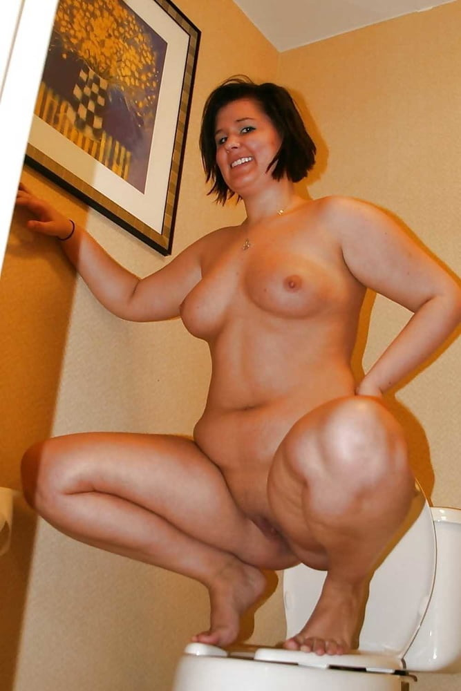 Curvy Mature With Round Ass Gets Naked
